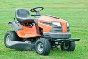 How to Replace Blades on a Husqvarna Riding Lawn Mower